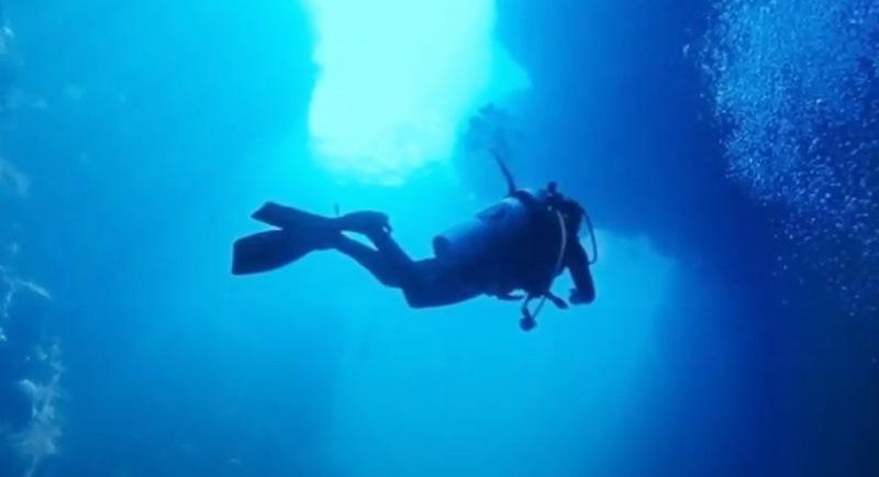 Diving Di Pantai Olele