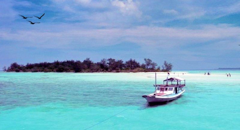 Island Hopping Di Pantai Pulau Cemara