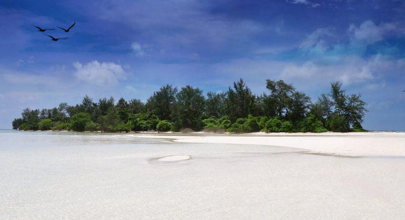 Pantai Pulau Cemara Besar