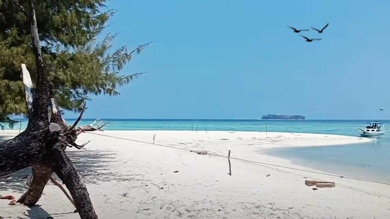Pantai Pulau Geleang