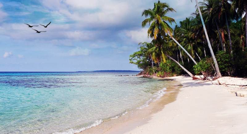 Pantai Tanjung Gelam Di Karimunjawa