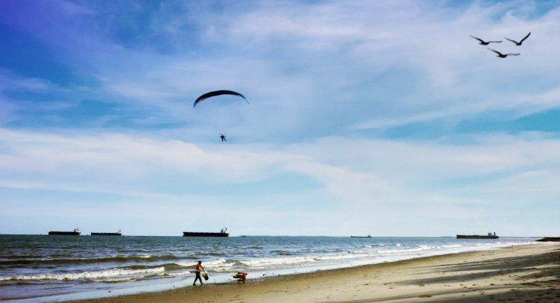 Paragliding Di Pantai Kemala