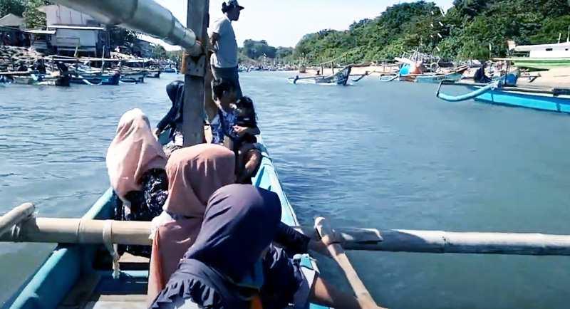 Perahu Di Pantai Santolo