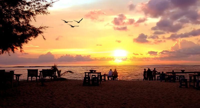 Sunset Di Pantai Lhoknga Aceh