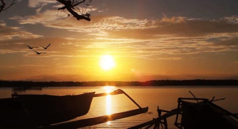 Sunset Di Pantai Mampie