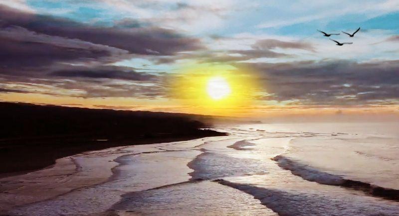 Sunset Di Pantai Puncak Guha