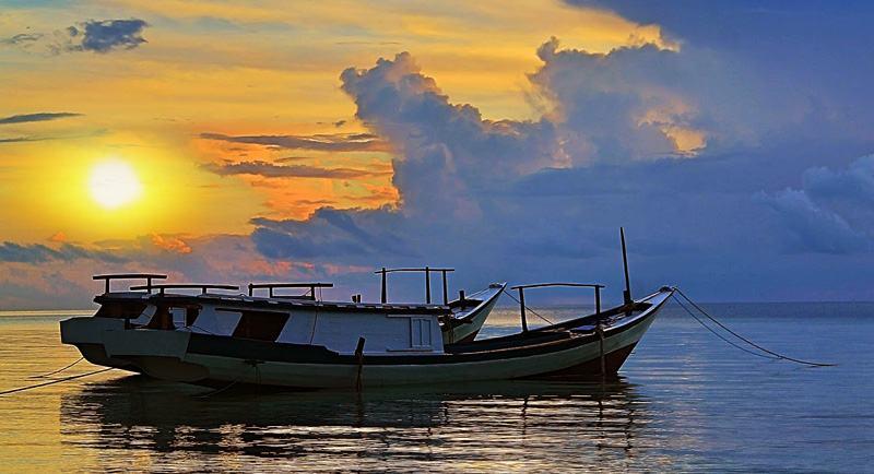 Sunset Di Pantai Samboang