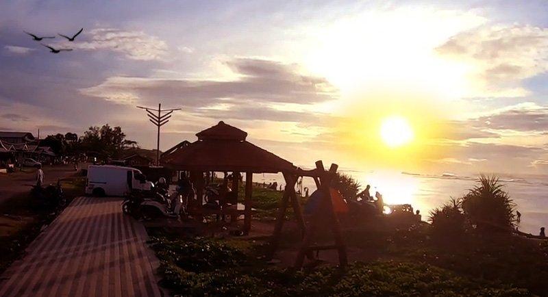 Sunset Di Pantai Sayang Heulang
