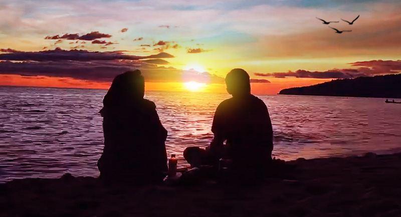 Sunset Di Pantai Sivalenta