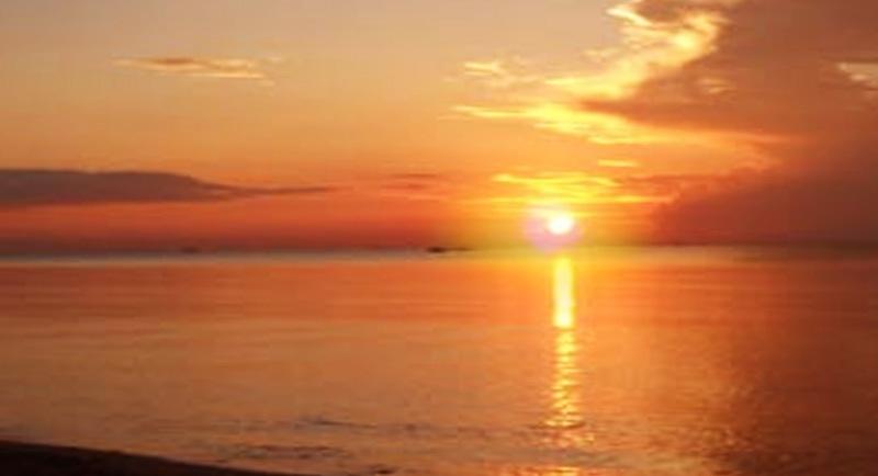 Sunset Di Pantai Taipa