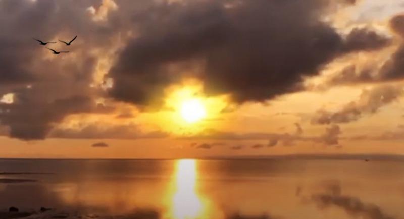 Sunsrise Di Pantai Toronipa