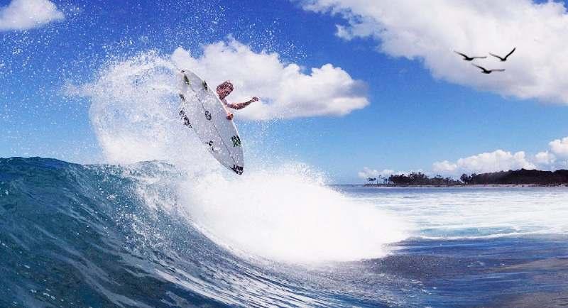Surfing Di Pantai Lampuuk