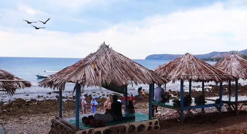 Wisata Pantai Kolo