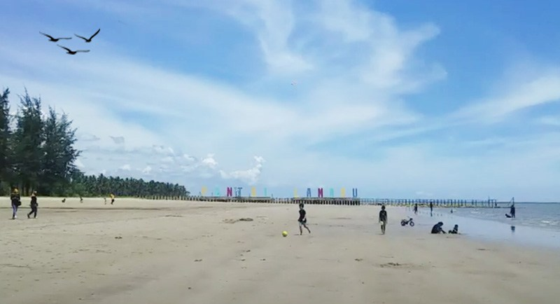 Wisata Pantai Lamaru