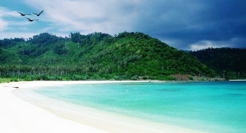 Wisata Pantai Lampuuk Aceh Besar