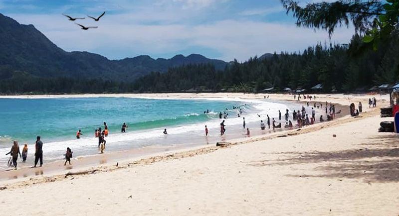 Wisata Pantai Lampuuk Aceh