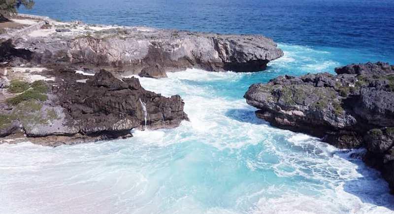 Wisata Pantai Mandorak