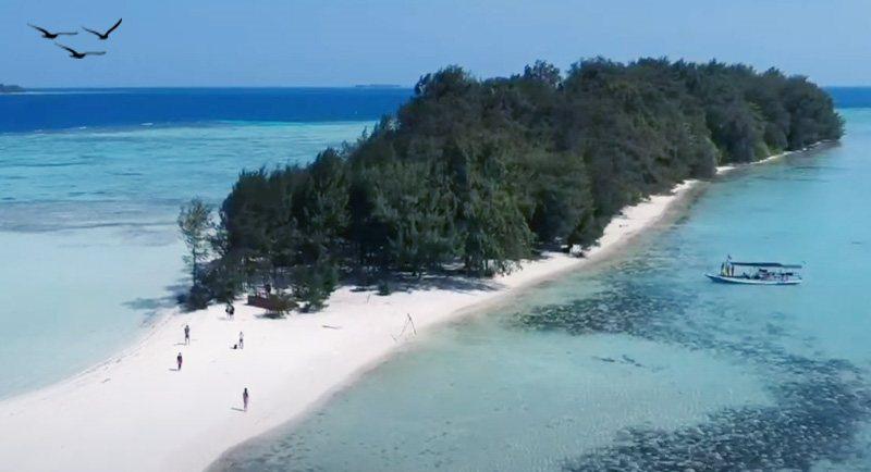 Wisata Pantai Pulau Cemara Karimunjawa