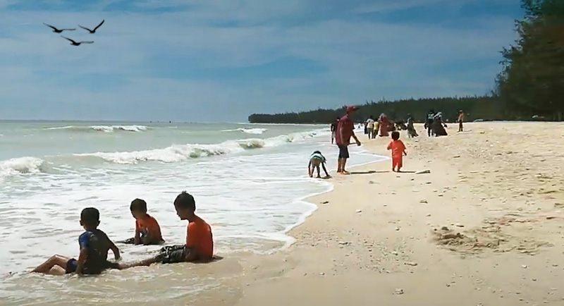 Wisata Pantai Remen