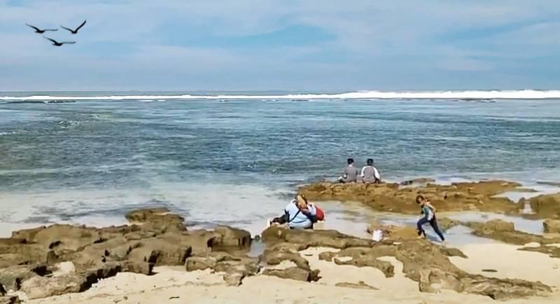 Wisata Pantai Santolo