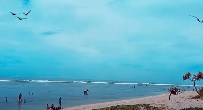 Wisata Pantai Sayang Heulang