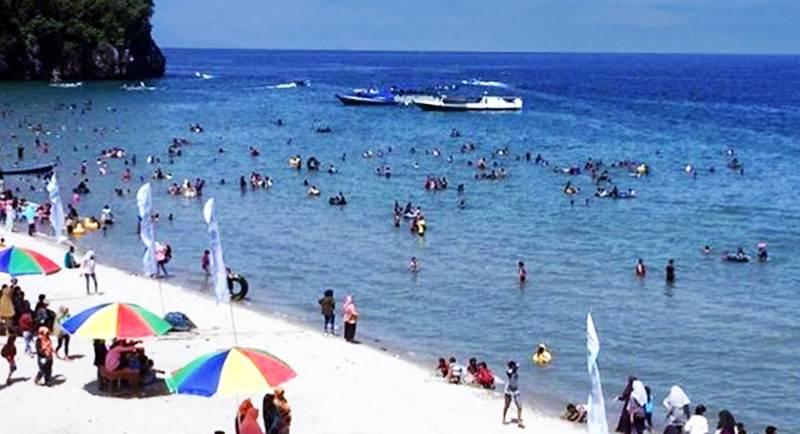 Wisata Pantai Taipa