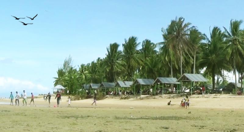 Wisata Pantai Toronipa