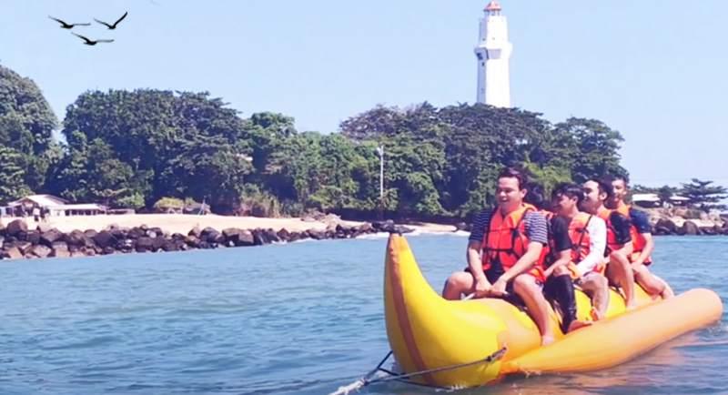 Banana Boat Di Pantai Santolo